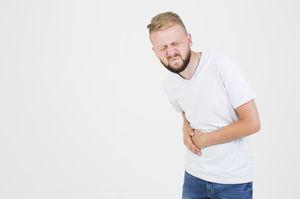 боль в боку у мужчины