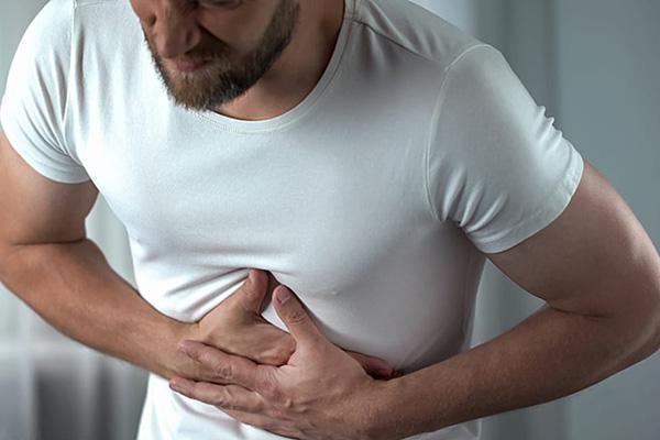 боль при панкреатите у мужчины